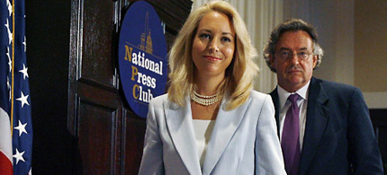 Valerie Plame and husband Joseph Wilson, July 2003. (photo: Getty Images)