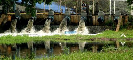 Treated wastewater being discharged to public canal from a combined wastewater treatment plant. (photo: Greenpeace)