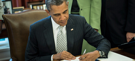 US President Barack Obama signed the Monsanto Protection Act. (photo: Brendan Smialowsky/AFP)