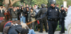 014592-cop-pepper-spray-121714.jpg