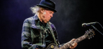 038342-neil-young-031020.jpg